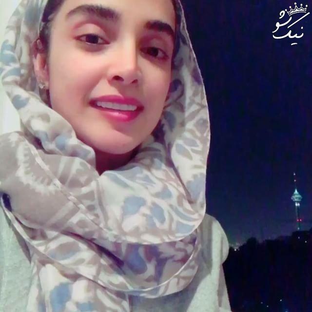 الهه حصاری با شال طرحدار در شب - عکس های بدون آرایش الهه حصاری