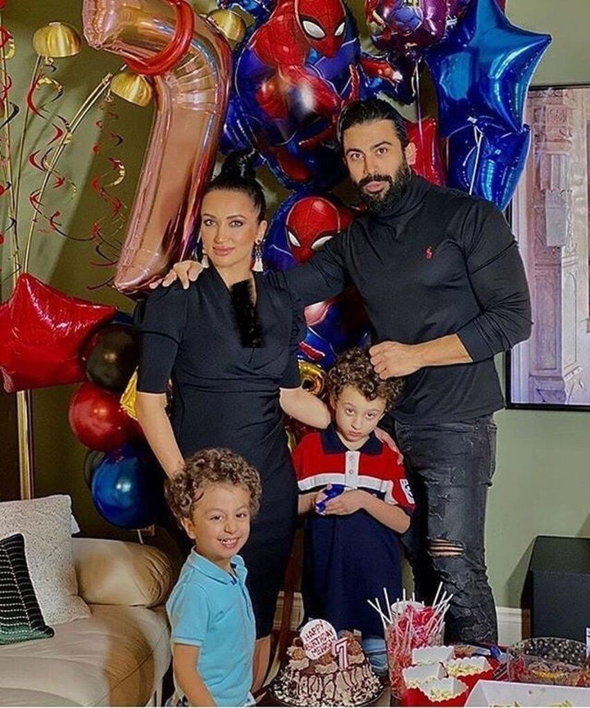 روناک یونسی بی حجاب با همسرش محسن میری و پسرانش