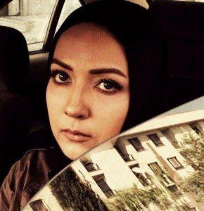 سارا صوفیانی در ماشین