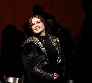 تیپ مشکی بهاره رهنما در تئاتر