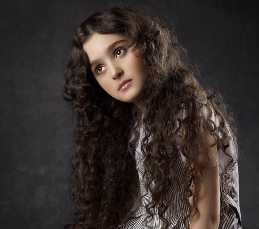 مانیا علیجانی با موی بلند