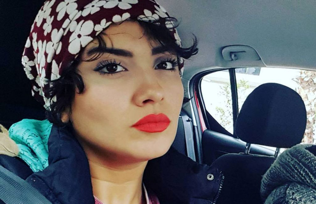 بهارک صالح نیا بی حجاب در ماشین