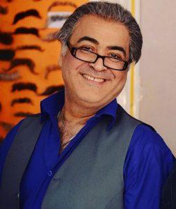 ساعد هدایتی با پیراهن ابی و جلیغه از بازیگران مرد ایرانی بالای 40 سال