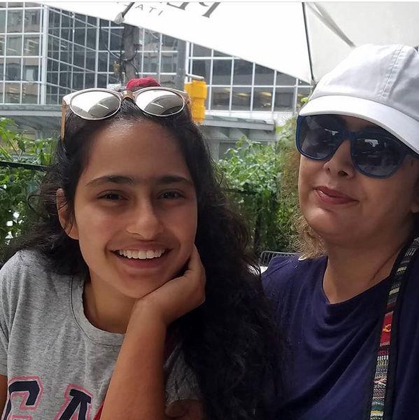 لادن طباطبایی بی حجاب با دخترش