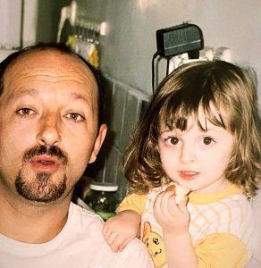 سارا فرقانی به همراه پدرش