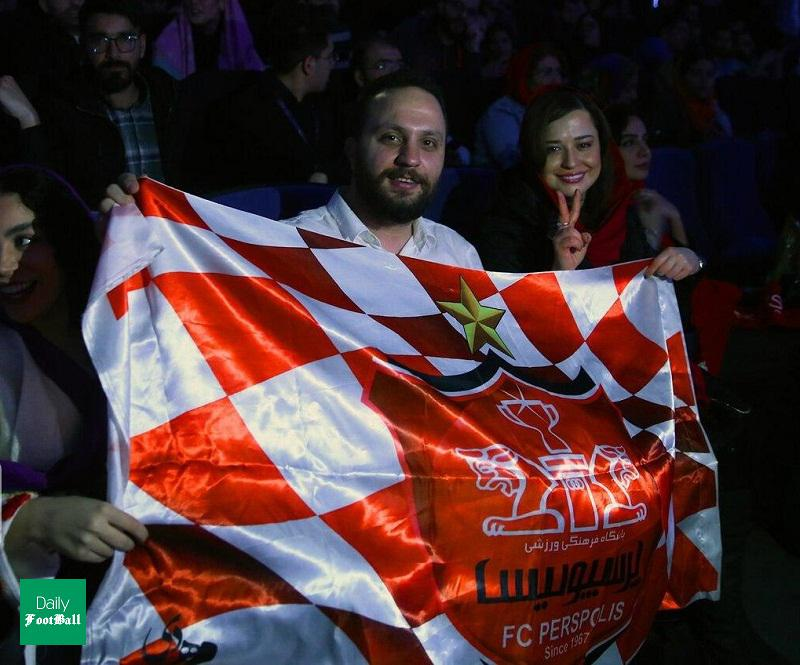 مهراوه شریفی نیا با شال قرمز و پرچم پرسپولیس - مهراوه شریفی نیا طرفدار پرسپولیس