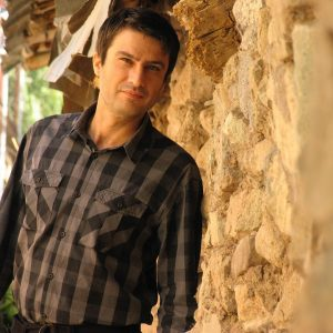 شهرام حقیقت دوست از بازیگران مرد ایرانی بالای 40 سال