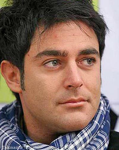 محمدرضا گلزار با شال گردن چهارخونه آبی - رنگ واقعی چشم محمدرضا گلزار