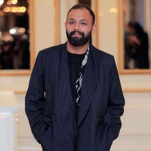 تیپ مشکی صابر ابر از بازیگران متولد ماه خرداد