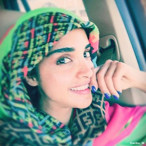 الهه حصاری با شال رنگی در ماشین - عکس های بدون آرایش الهه حصاری