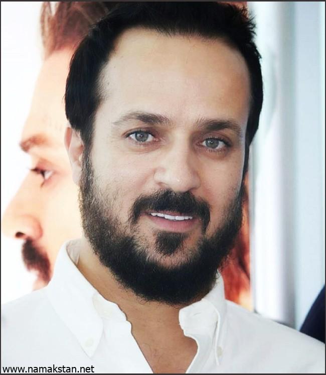 احمد مهرانفر با لباس سفید - چشمان احمد مهرانفر