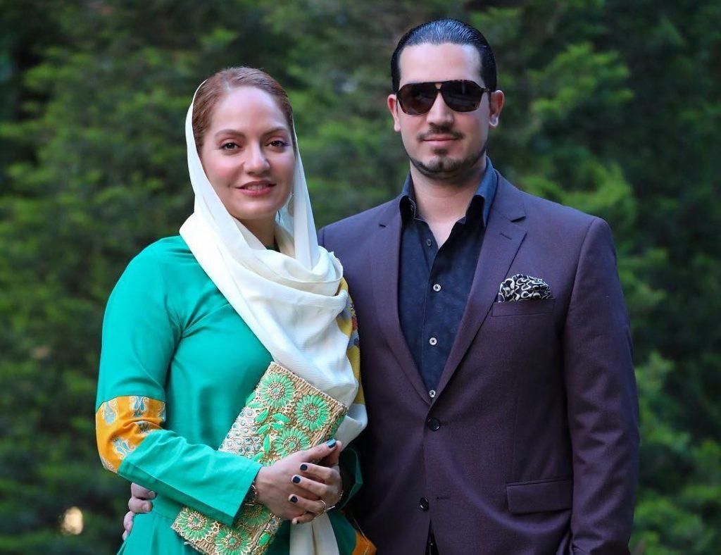 مهناز افشار با شال سفید و مانتو آبی در کنار همسرش - مهریه مهناز افشار