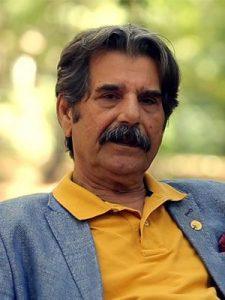 عزتالله مهرآوران با تیشرت زرد از بازیگران مرد ایرانی بالای 40 سال