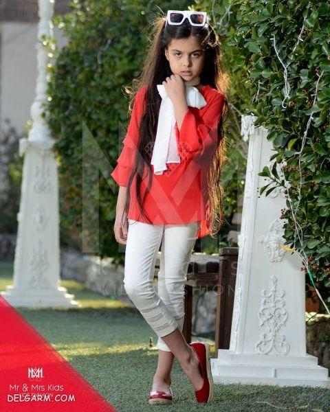 ترنم کرمانیان با لباس قرمز و شلوار سفید