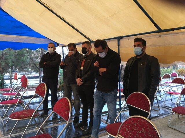 علی کریمی در مراسم خاکسپاری علی انصاریان