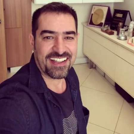 شهاب حسینی با لباس سورمه ای - آهنگ شهاب حسینی