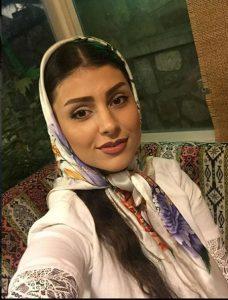 لاله مرزبان از بازیگران زن متولد دهه 700