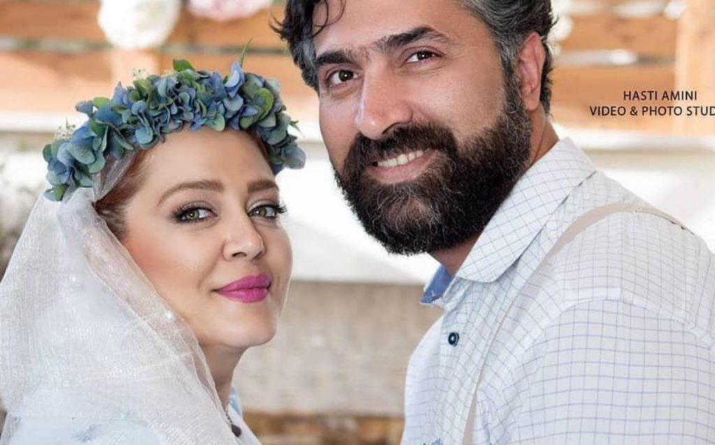 بهاره رهنما با تاج گل آبی و همسرش با لباس رسمی - مهریه بهاره رهنما