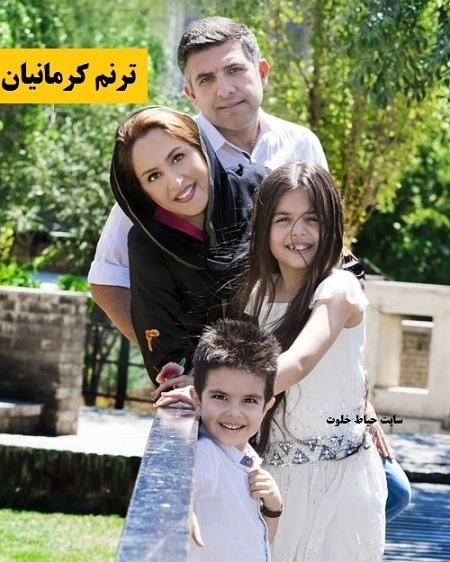 ترنم کرمانیان با لباس سفید و پدر و مادر و برادرش