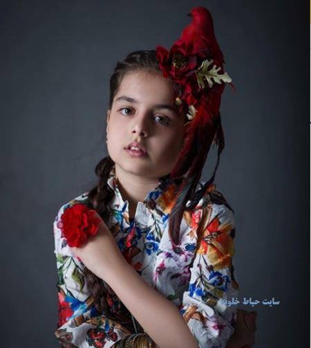 ترنم کرمانیان با لباس گل گلی