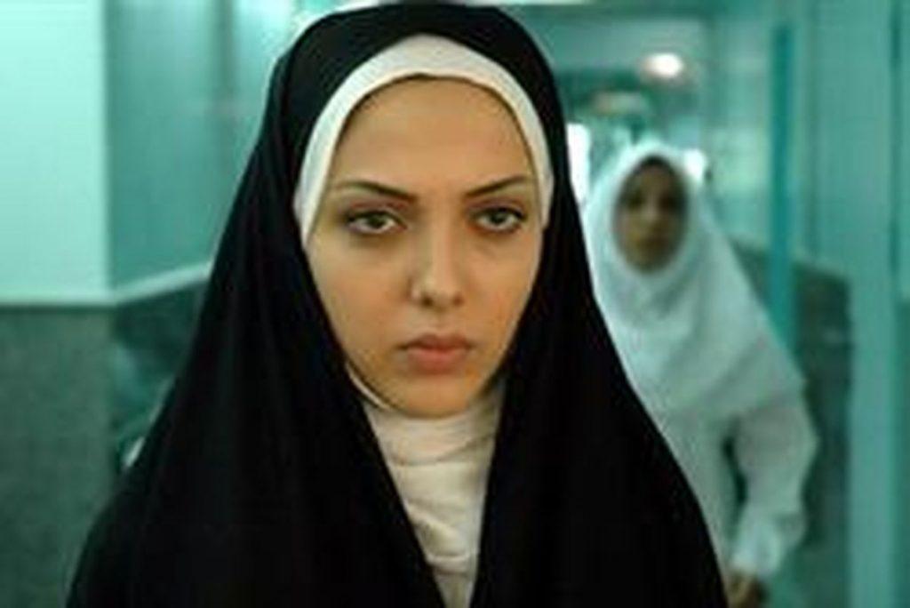 لیلا اوتادی با چادر و شال سفید