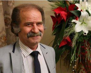 فرج الله گل سفیدی با کت و شلوار و کراوات از بازیگران مرد ایرانی بالای 40 سال