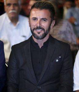 امین حیایی از بازیگران مرد ایرانی با کت شلوار