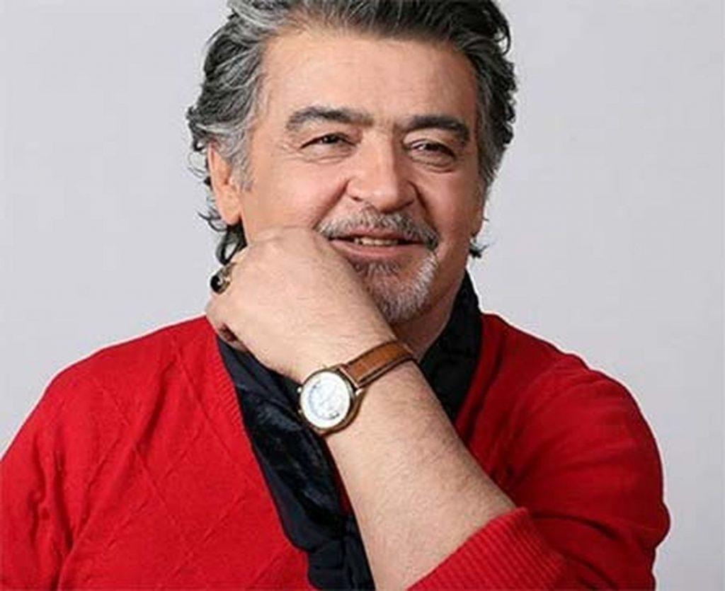 رضا رویگری چپ دست با لباس قرمز