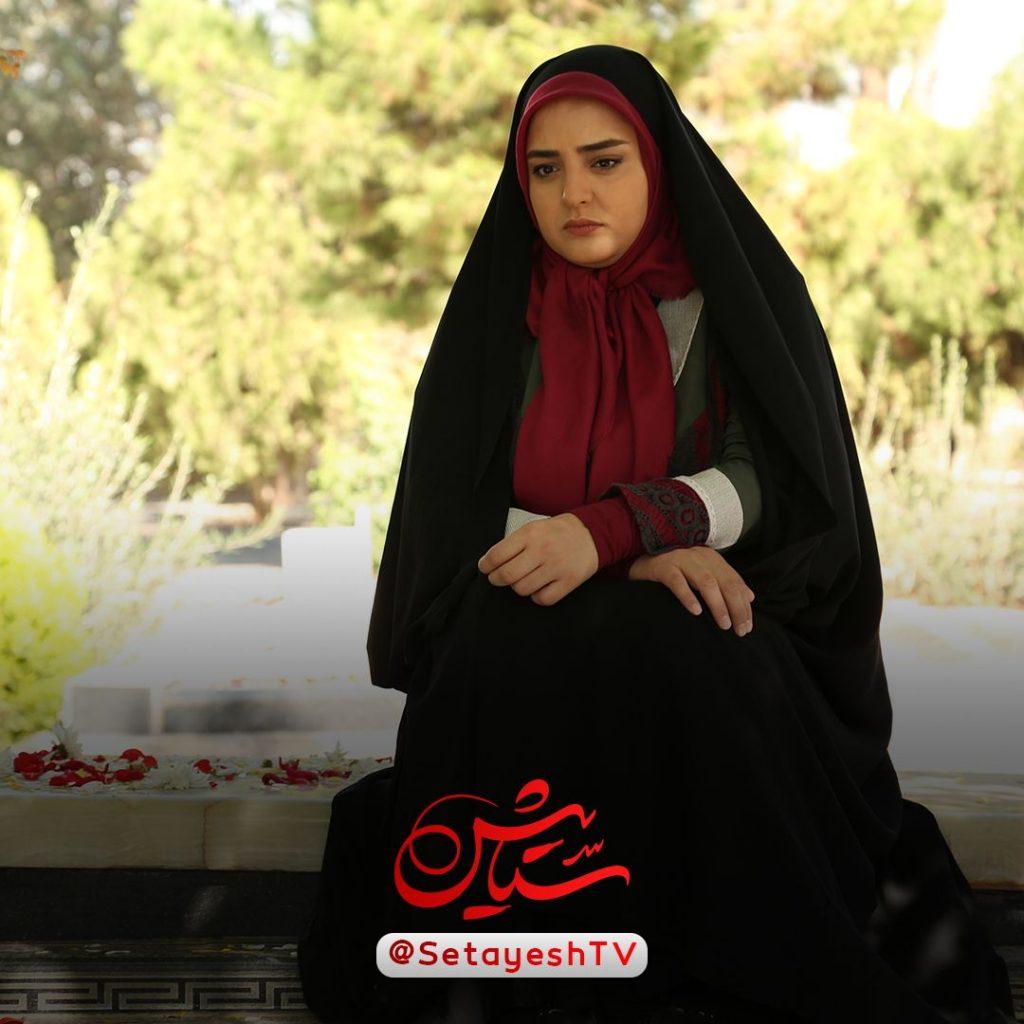 نرگس محمدی با چادر در ستایش