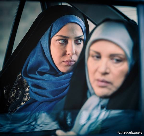 لیلا اوتادی با چادر و شال آبی