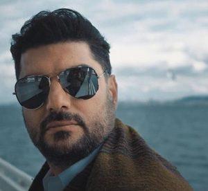 سام درخشانی از بازیگران مرد ایرانی با عینک