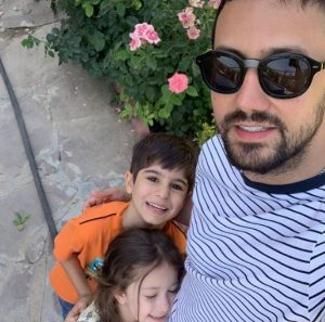 شاهرخ استخری از بازیگران مرد ایرانی با عینک