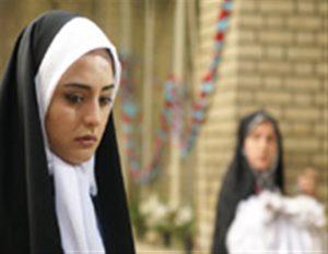 نرگس محمدی با چادر و روسری سفید