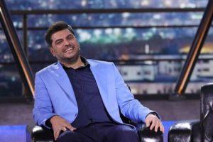 سام درخشانی از بازیگران مرد ایرانی با کت شلوار
