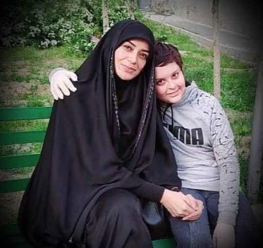 الهام چرخنده چادری و پسرش