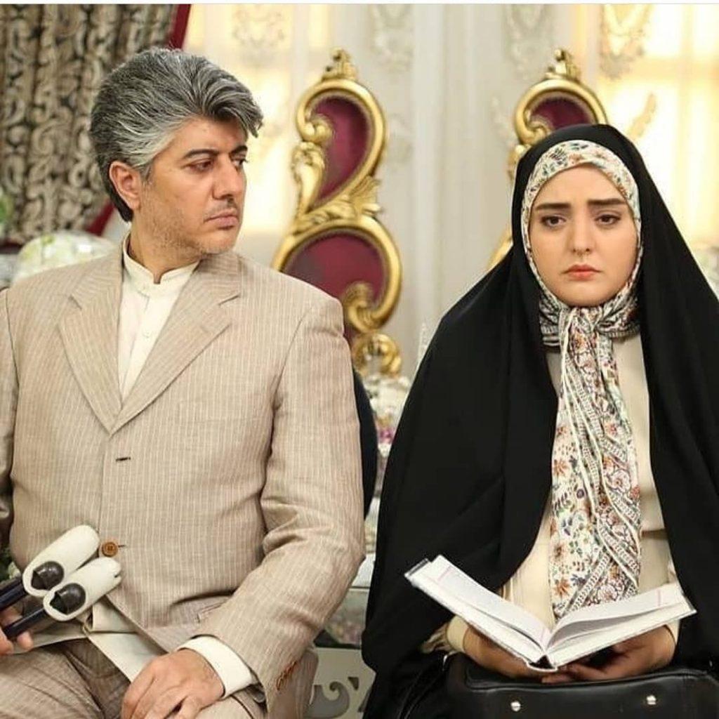 نرگس محمدی با چادر سر سفره عقد