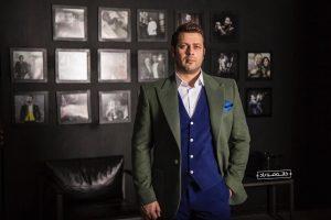 پژمان بازغی از بازیگران مرد ایرانی با کت شلوار