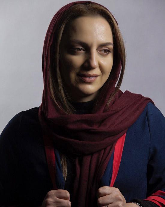 نسرین بابایی بازیگر گیلانی با شال قرمز