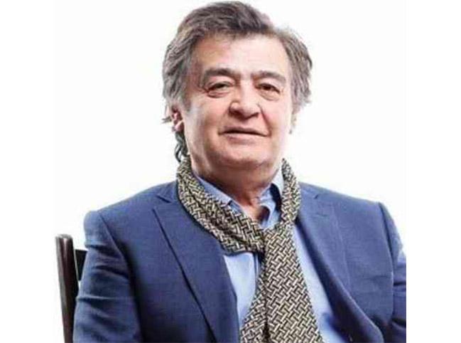 رضا رویگری چپ دست با کت آبی