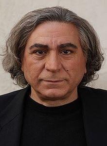 تیپ مشکی سیروس میمنت از بازیگران مرد ایرانی بالای 40 سال
