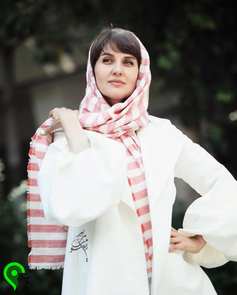 گلوریا هاردی فرانسوی با مانتو سفید