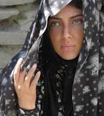 لیلا اوتادی با چادر طرحدار
