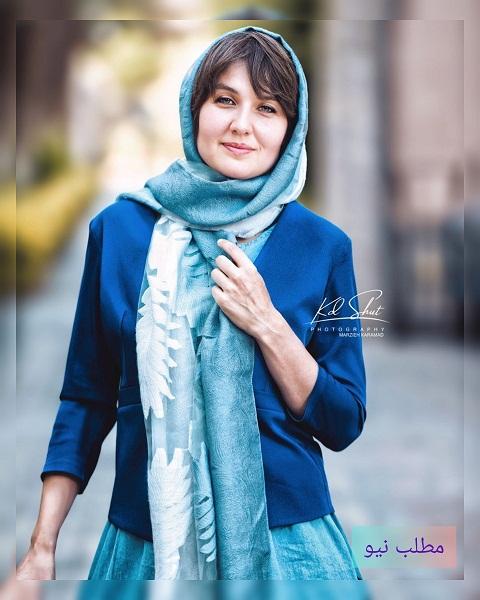 گلوریا هاردی فرانسوی با لباس آبی