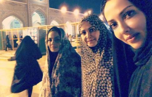 لیلا اوتادی با چادر در حرم امام رضا