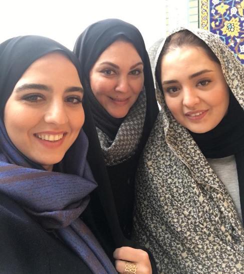 نرگس محمدی با چادر و لاله اسکندری