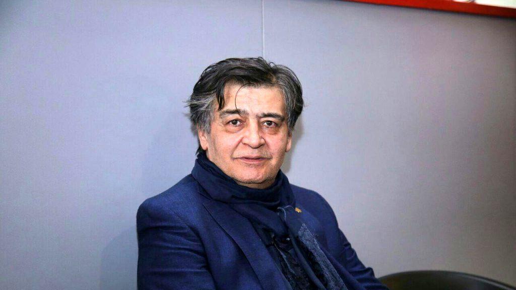 رضا رویگری چپ دست با کت سورمه ای