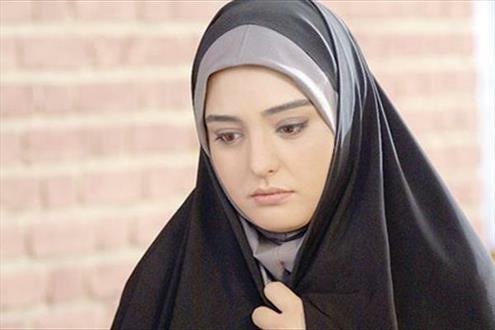 نرگس محمدی با چادر و مقنعه طوسی