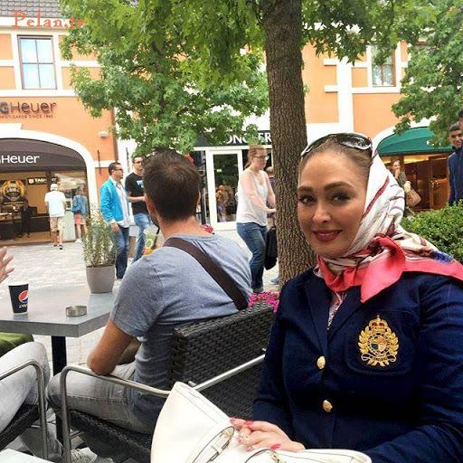 عکس الهام حمیدی در برلین با مانتو و روسری