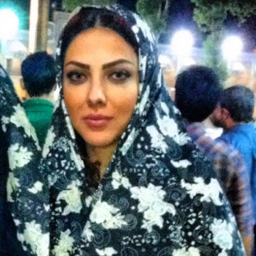 لیلا اوتادی با چادر گلدار